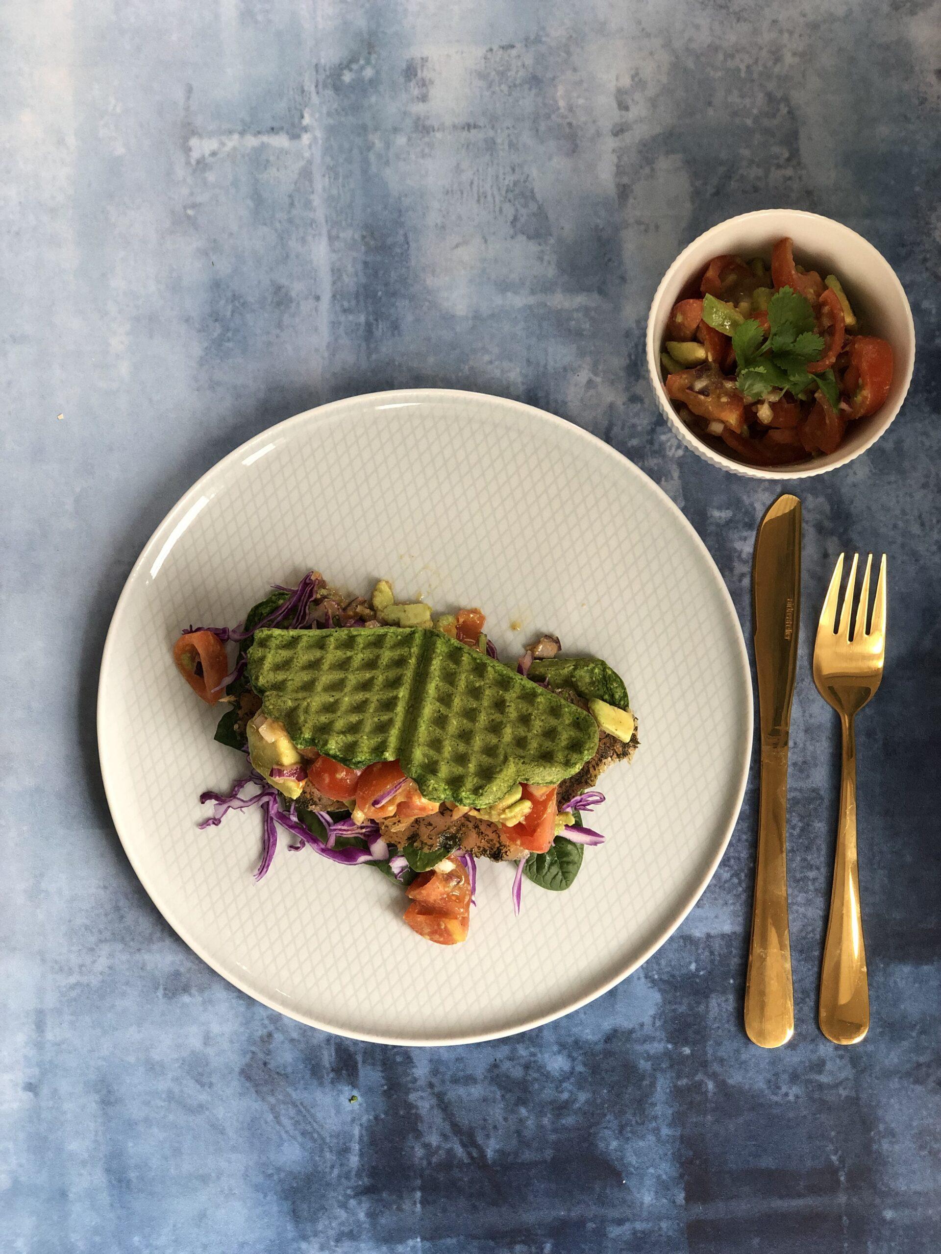 Spinatvafler med tomat avokadosalsa